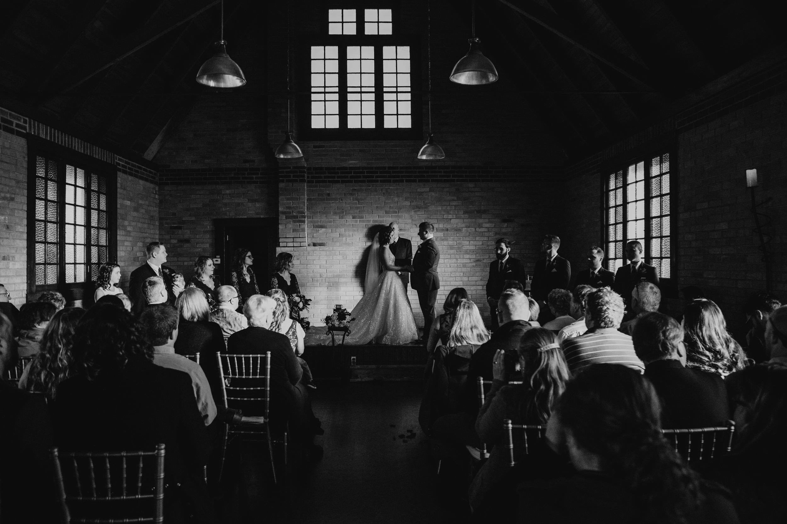 weddingcouplelove-44.jpg