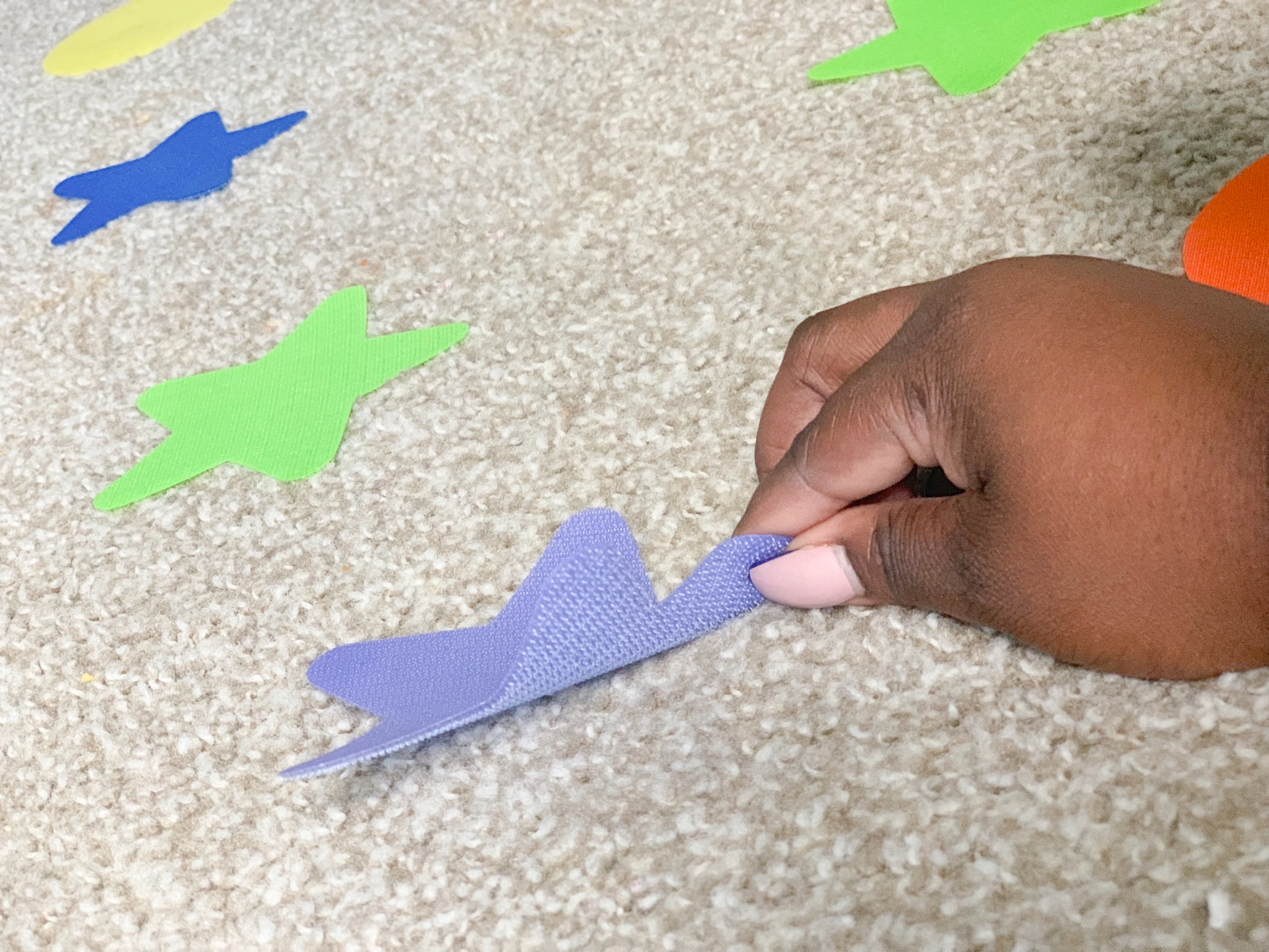 Sensory fun activities issuing sitting spots. Learn how to use sitting spots for children with special needs. #sittingspots #sensoryactivities #specialneeds