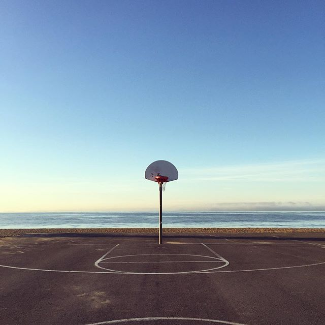 Perfect hoop right @borisfrantz 💙? #newportbeach #california #basketball