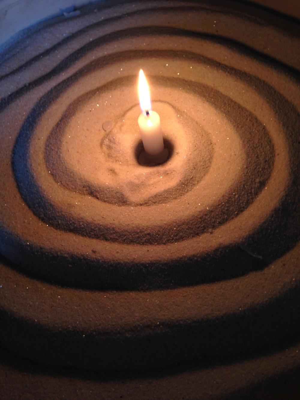 revlolo-candle-sand.jpg