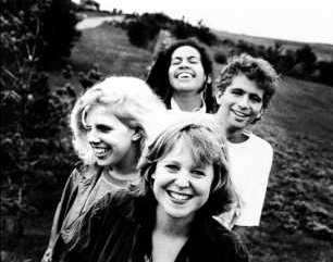 Throwing Muses with Kristin Hersh (front) and Tanya Donnelly