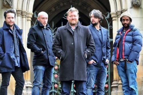 Elbow, in front of the Manchestoer Cathedral