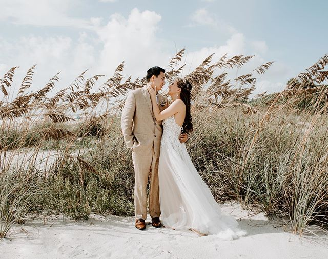 How cute are these two!? Despite the threat of a hurricane and their venue cancelling last minute, Alan and Merritt went against all odds and married one another at the beach on the most beautiful sunny day. It was one for the books and I can't wait to blog all about it 💖
