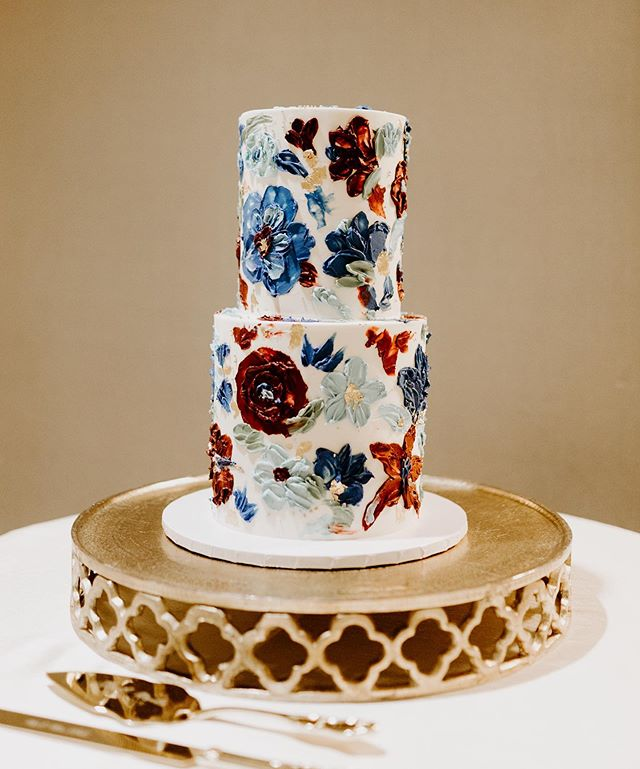 You can be sad or you can be happy knowing there's so much cake out there you haven't even tried! And look at this beauty, it looks like art!! Second shot for @vmfphotofilm