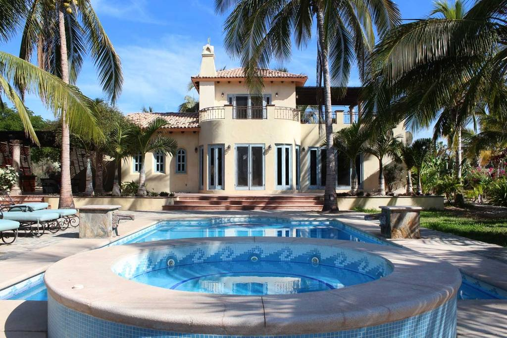 PACKAGE 3 -TRADITIONAL PRIVATE CASITA    QUEEN SIZE W/ENSUITE & BATH  Features: Pool Views, Private Ensuite with Bath, Air Conditioning, Ceiling Fan, Private Entrance, Security Safe