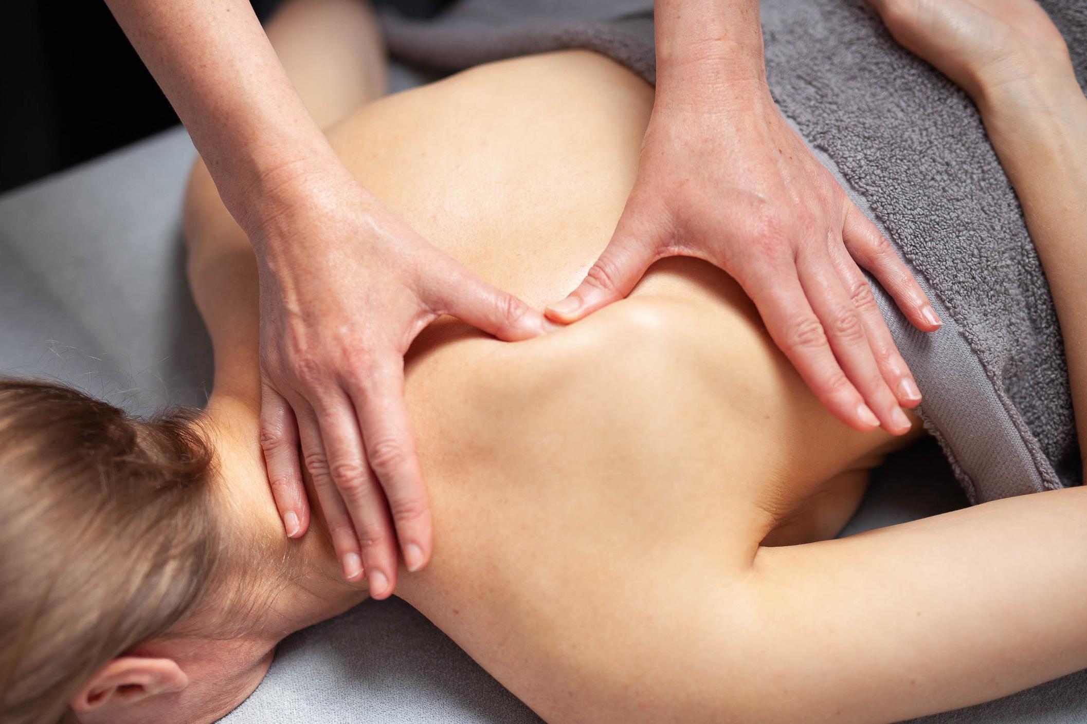 %C2%A9natashabidgood-lisa-massage-6537.jpg