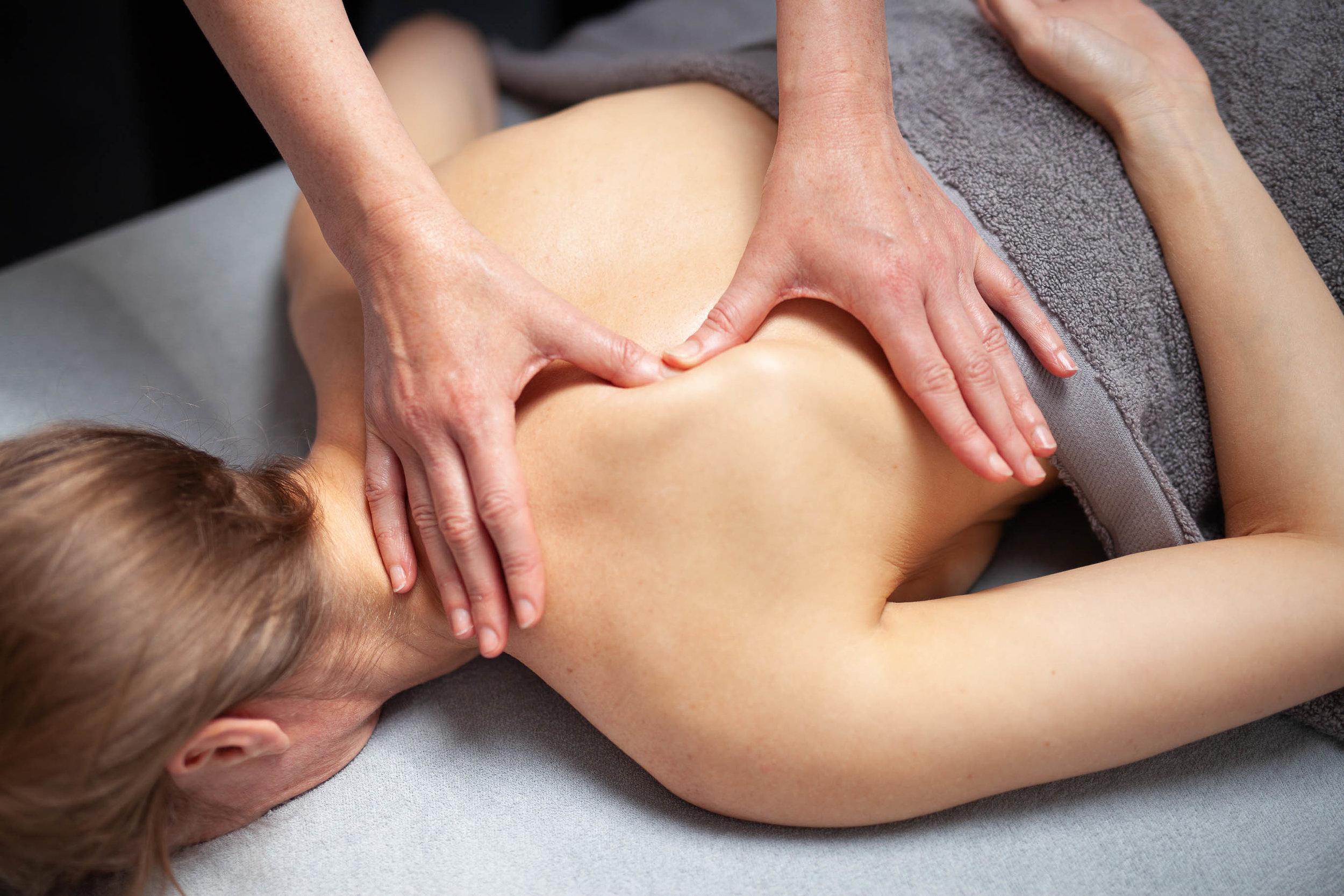 ©natashabidgood-lisa-massage-6537 (1).jpg