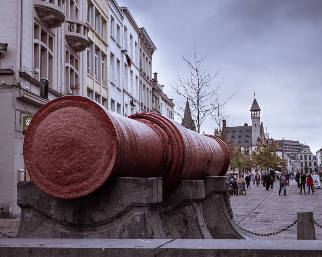 """The Big Cannon """"Dulle Griet"""", a 12,500kg wrought-iron cannon which was never fired."""
