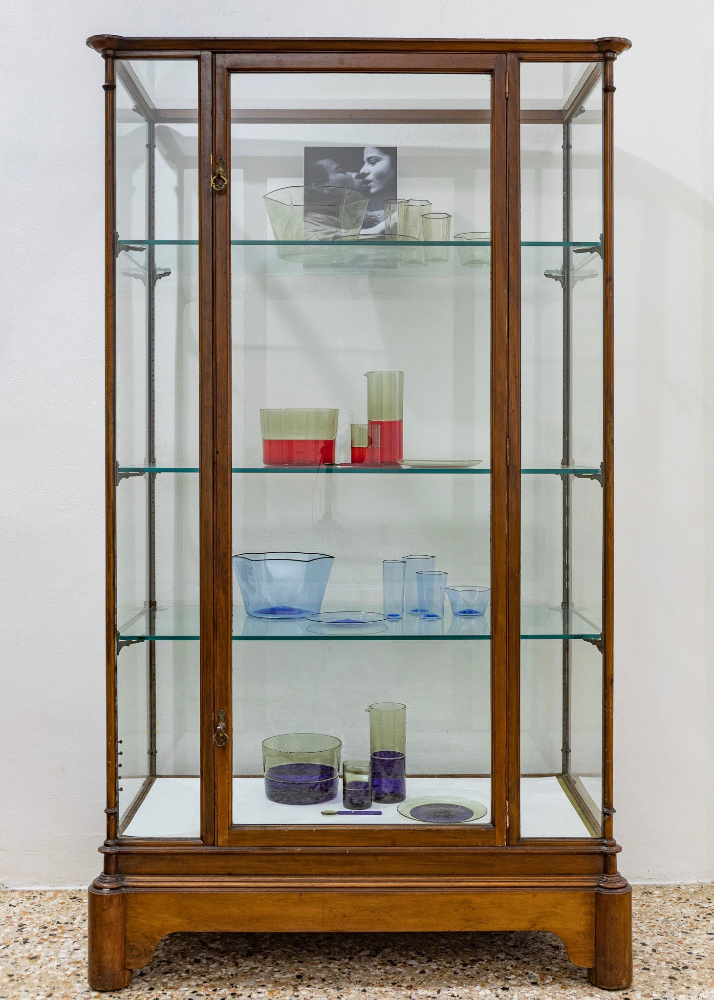 YALI-STUDIO-DISPLAY-GLASS.jpg