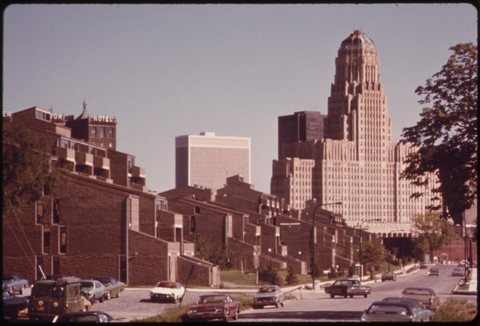 The Shorelines Apartments in 1975, shortly after opening. The large Art Deco skyscraper, at the rear-right, is Buffalo's City Hall.    Image: Courtesy of EPA/Library of Congress