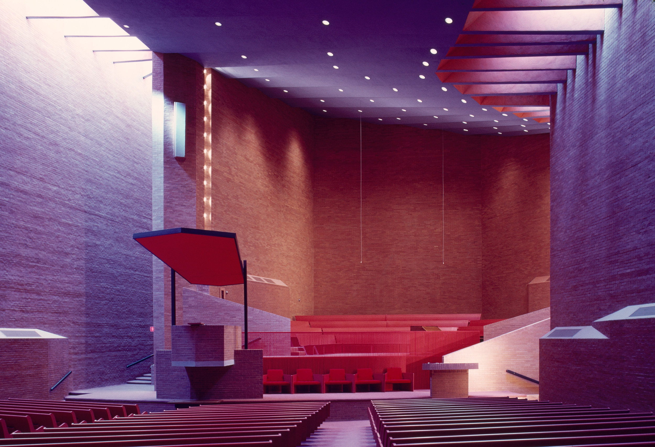 The interior of Paul Rudolph's Tuskegee Chapel, at the Tuskegee Institute in Alabama. It was constructed between 1967 and 1969, and is one of his half-dozen most well-known designs. Photo:G. E. Kidder Smith Image Collection, MIT Libraries