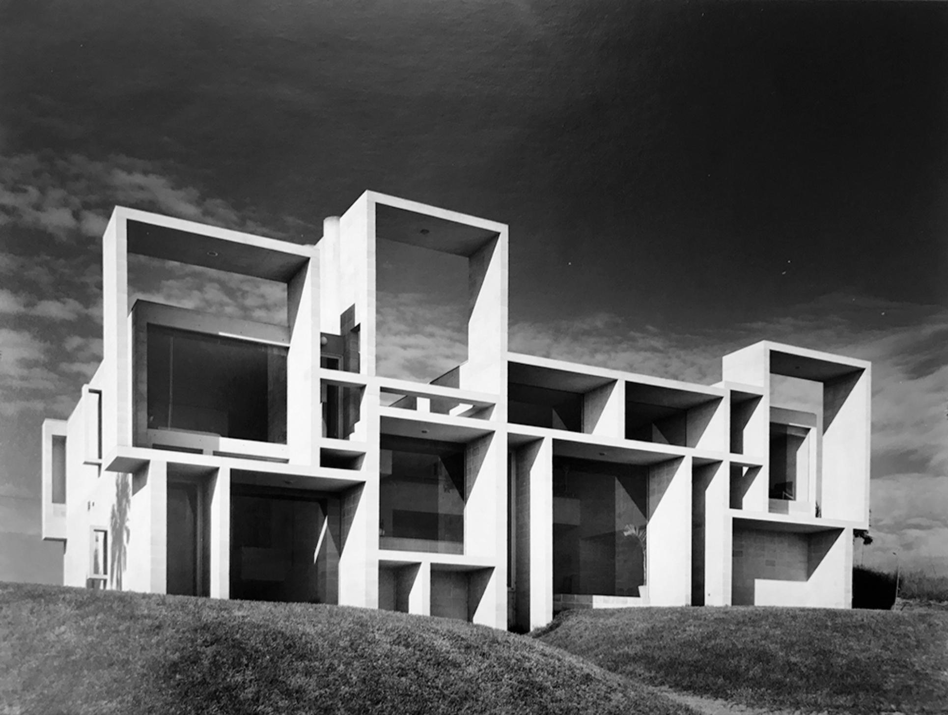 "It doesn't get more ""classic Rudolph"" than this: the Milam Residence's beach-facing elevation. The house is located in Ponte Verda Beach, FL, and this striking view was taken in January, 1962, one year after its completion. Photograph by Joseph W. Molitor. Courtesy of the Joseph W. Molitor architectural photograph collection, located in the Columbia University, Avery Architectural and Fine Arts Library, Department of Drawings and Archives."