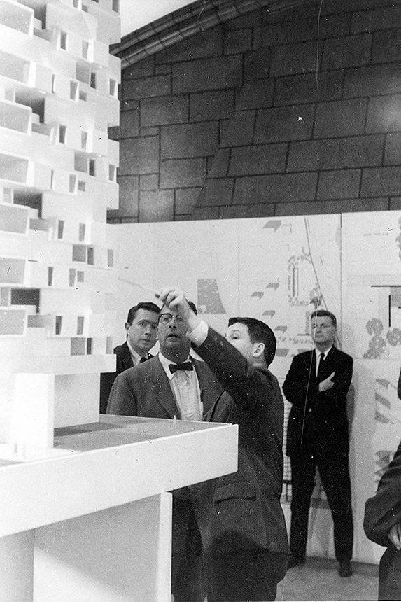 Vincent Scully and Paul Rudolph (with arms crossed), observing Yale student Stanley Tigerman present his design project. Photograph from the archives of the Paul Rudolph Heritage Foundation.