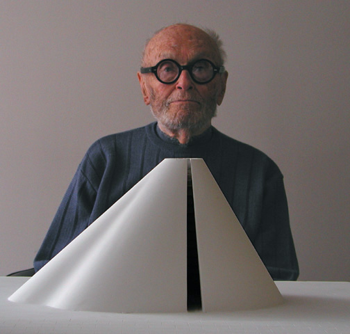 Philip Johnson: master of many things—including the power lunch—but that's not a napkin tucked under his chin. Image courtesy of Wikipedia; photo by: B. Pietro Filardo
