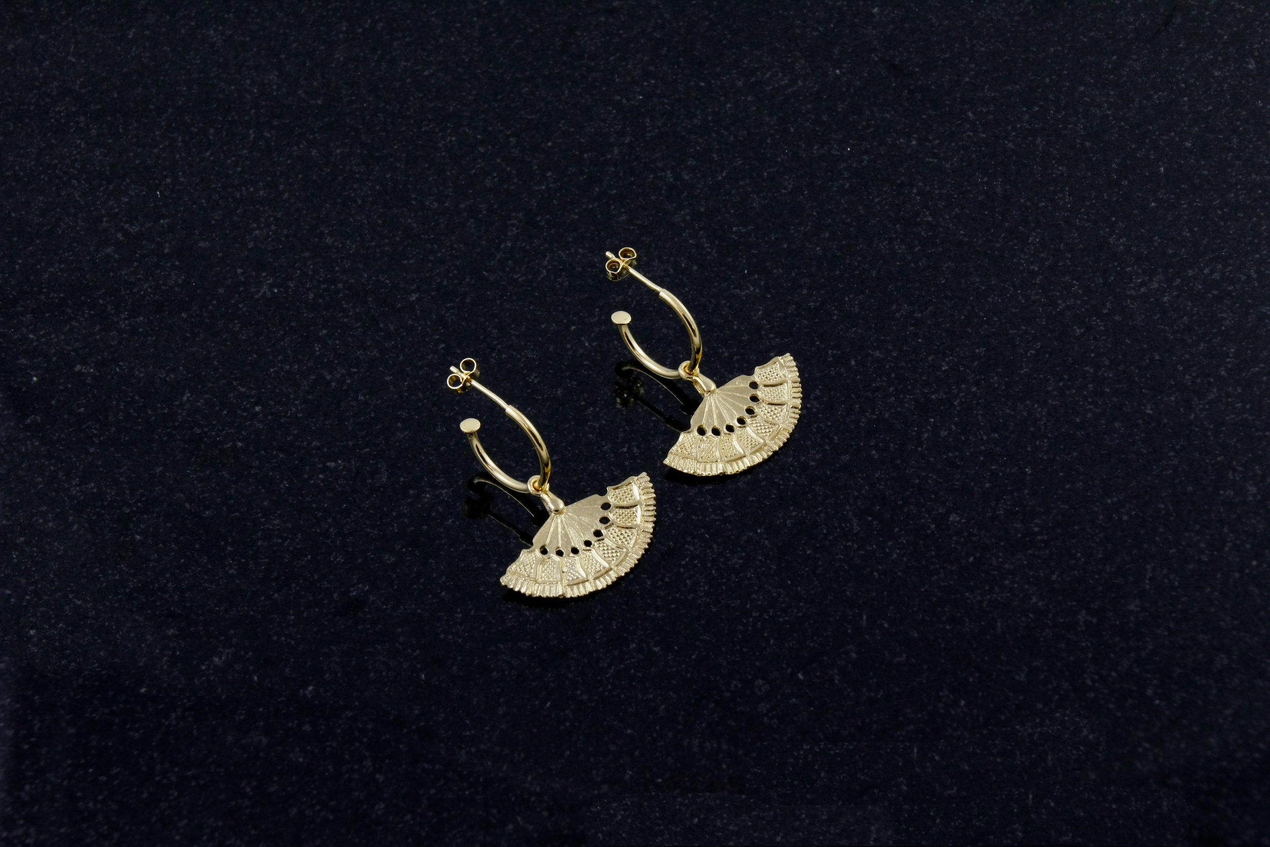 Vintage Fan Earrings gold.jpg