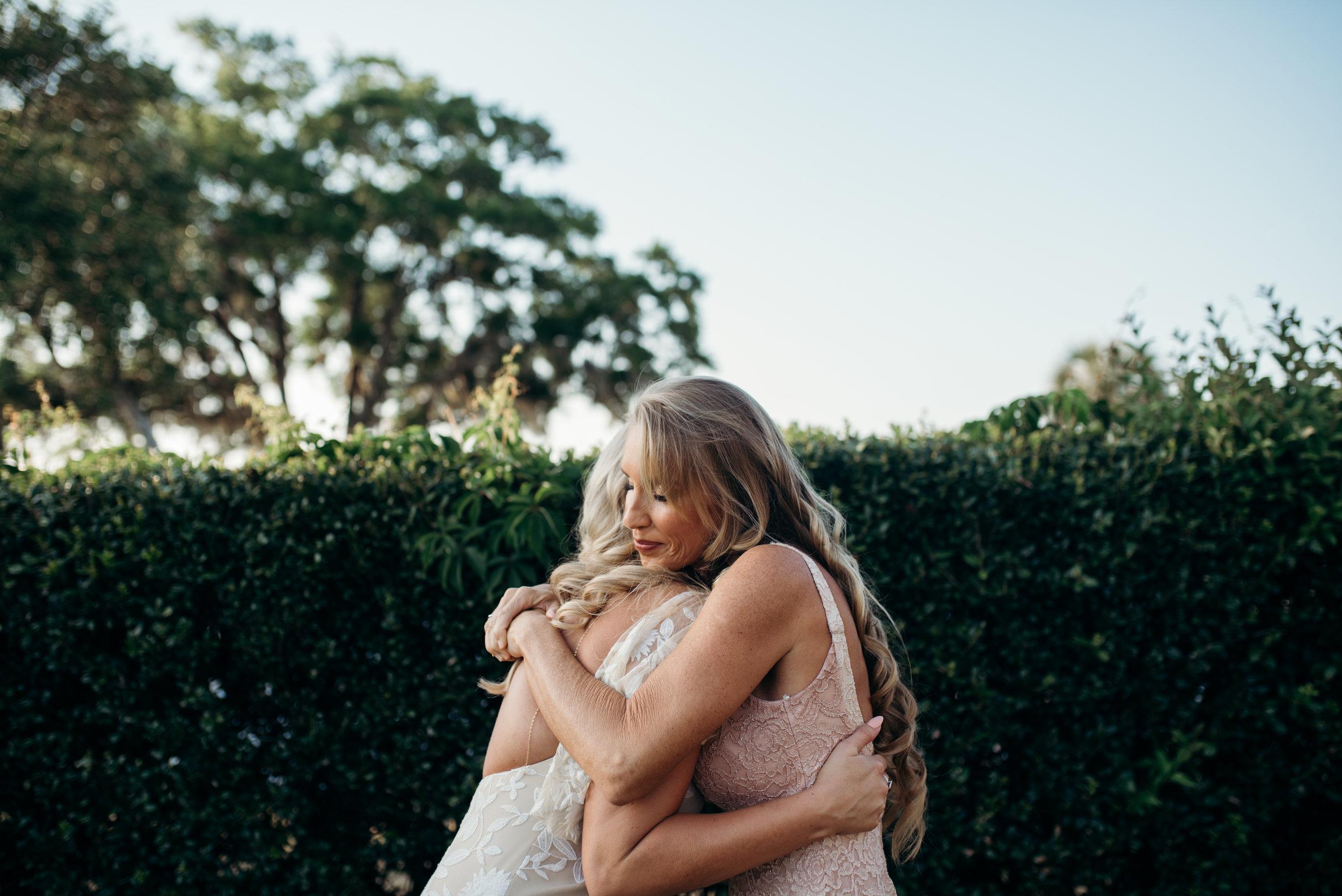zayda-collin-panama-city-wedding-photography-trippy-bohemian-lisa-frank-wedding-ceremony-190.jpg