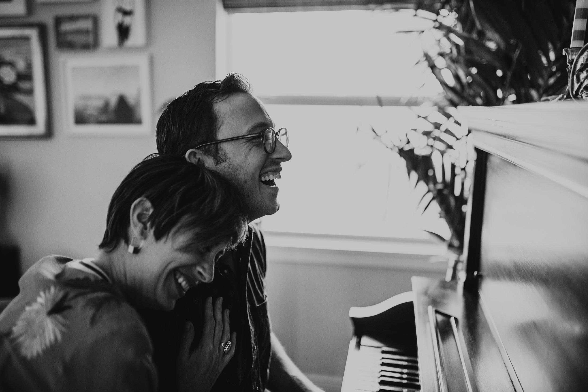 carissa-spencer-mid-century-editorial-in-home-couple-session-orlando-florida-250.jpg