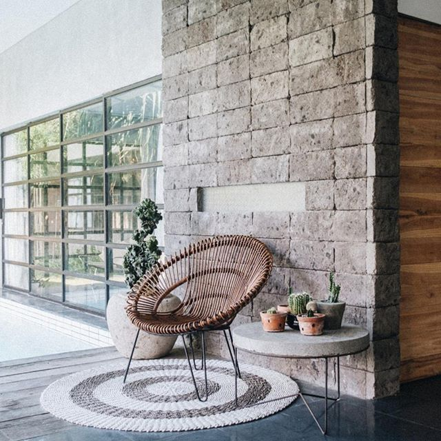 Style or stage little outdoor spaces to show off the functionality of your home. It's great for your personal use, your AirBnB rental, and any home you're about to list on the market. • • • •  #interiordesign #elledecor #homedecor #realestate #homesweethome