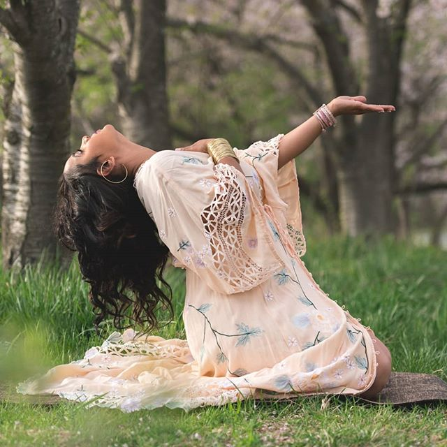 She is strong. She is feminine. She is graceful. She is a Q.U.E.E.N. #sneakpeek . . . #spiritual #loveyourbody #bohostyle #bohochic #healthandwellness #healthandbeauty #yogilife #yoga #namaste #namaslay #yogainspiration #fashionistas #boho #shootthepeople #portraitmode #wellnessblogger #lifestylephotography  #portrait_vision #honoryourcurves #beautifulsoul #fashionistagram #thatsdarling #shotzdelight #createcommune #bevisuallyinspired #lookslikefilm #pursuitofportraits