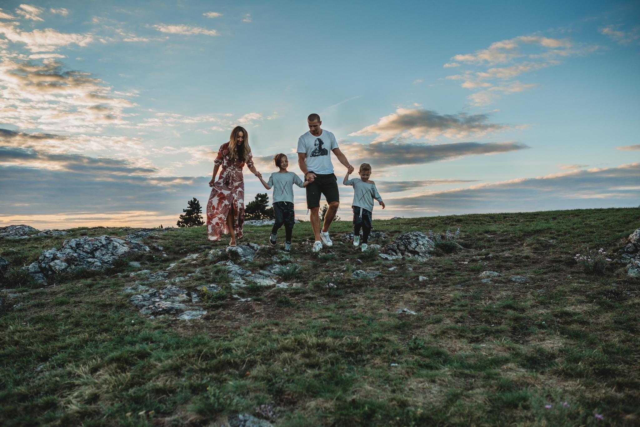 Rodinný fotograf PRaha/divoká Šárka  Letní focení při západu slunce