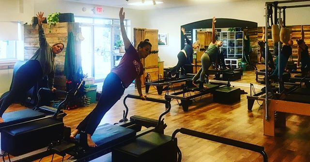 Summer is coming. #sideplank #reformerpilates #balancedbodypilates
