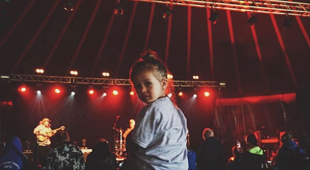 Kid on shoulders, band on stage, beer in hand?  It's a gig but a gig that you can take your kids to.  Major Minor Music Club is back at @fringebythesea on August 3rd with @c__duncan ⚡️