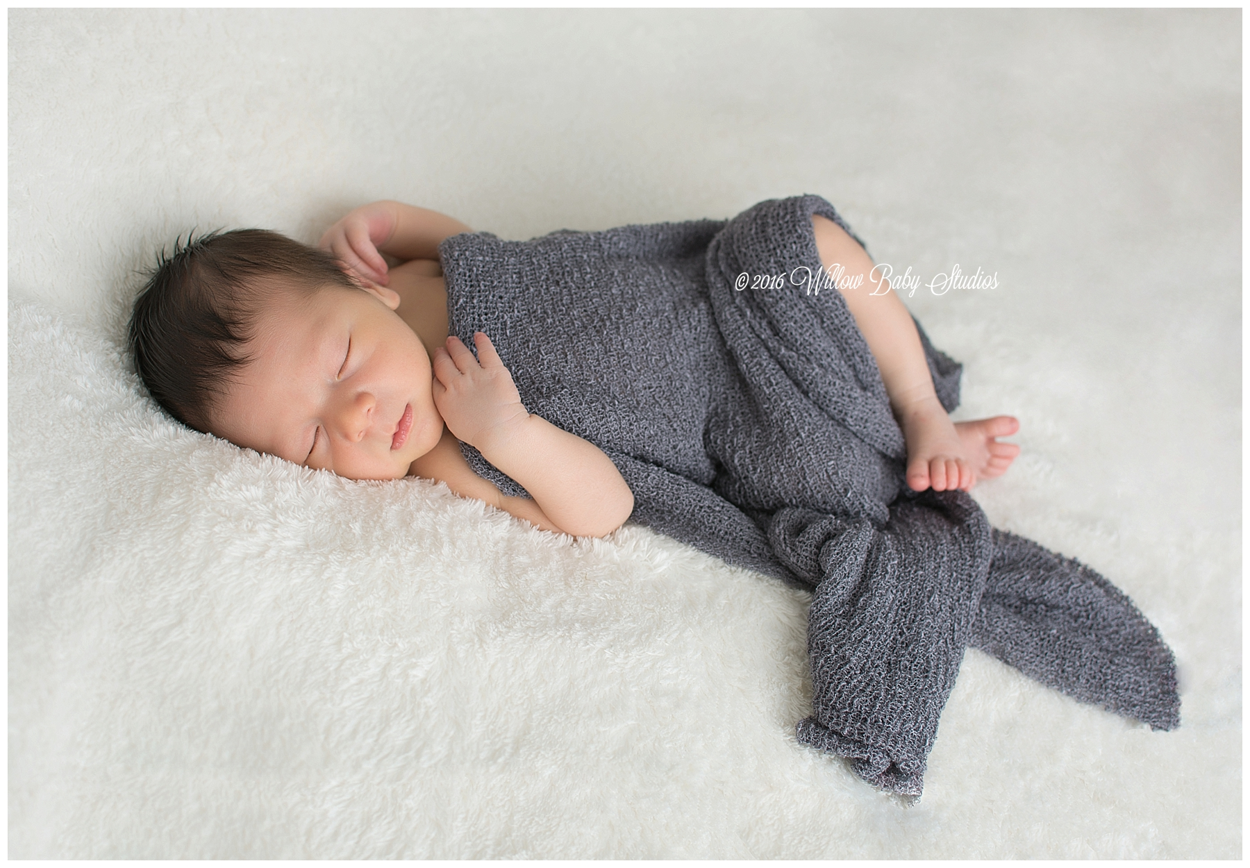 newborn-sleeping-with-toes-peeking-out
