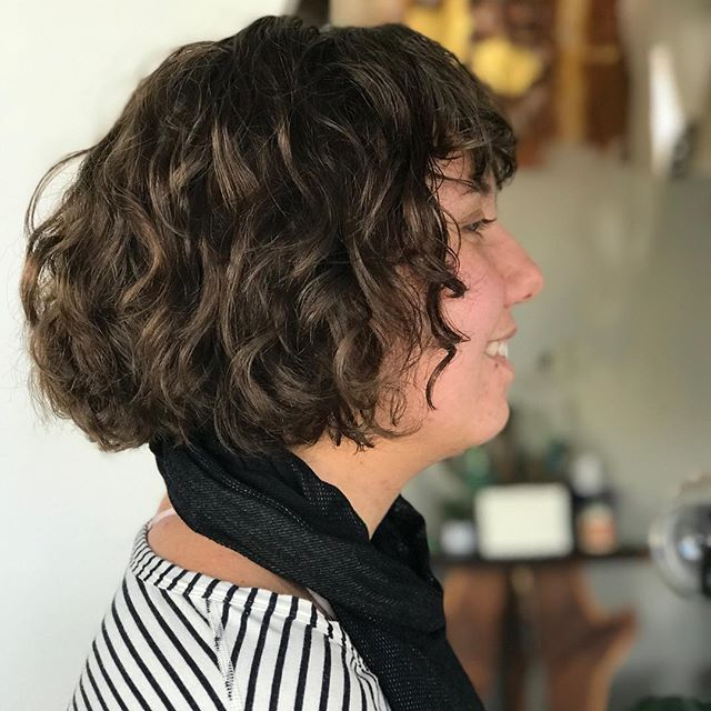 Who doesn't love a good curly bob with some textured bangs. Cut done by Mary. #champaignurbana #chambanahair #ippatsusalon #devacut #curlybobs