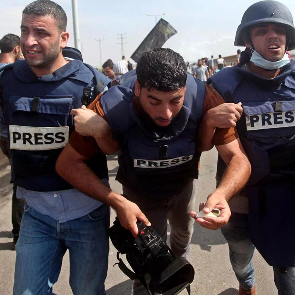 Palestinian journalist injured by Israeli soldiers in Gaza