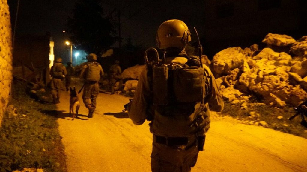Illustrative: IDF soldiers during an arrest raid in the central West Bank on February 23, 2017. (Israel Defense Forces)