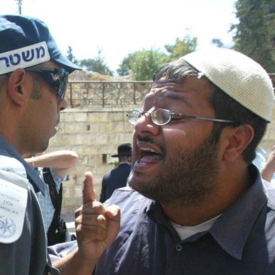 Attorney Itamar Ben Gvir arguing with police officer, June 17, 2008