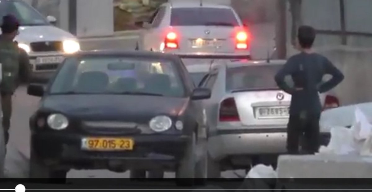 In the West Bank,Palestiniansand Israelis use different coloredlicense plates.Palestinianvehicles have green or whiteplates; Israeli vehicles have yellowplates.