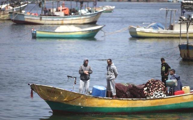 Palestinian fishermen at the Gaza City port, May 13, 2015. (Aaed Tayeh/Flash90