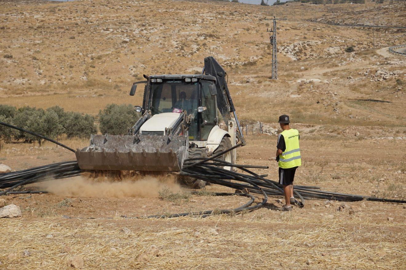 Israeli bulldozer rips up water pipes near At-Tuwani