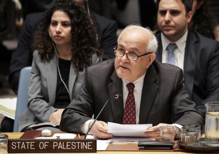 Palestinian envoy Riyad Mansour speaks to Israel's UN Ambassador Danny Danon at a UN Security Council meeting, New York, U.S., April 18, 2016.UNTV / AP