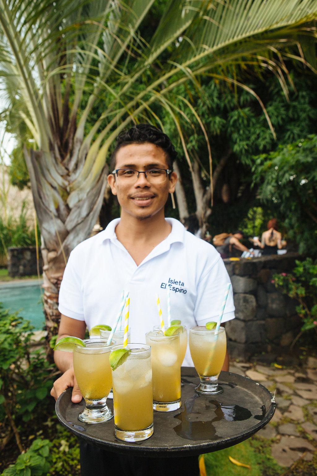 nicaragua-islets-granada-lake-isleta-el-espino-drinks.jpg