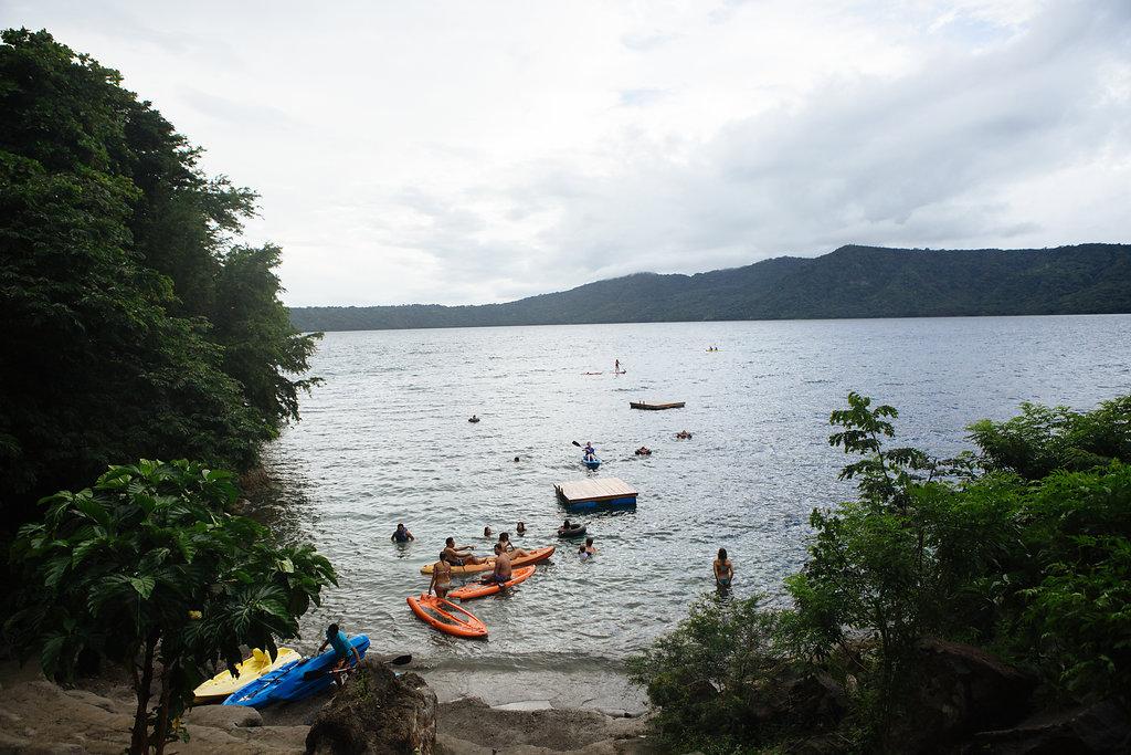 nicaragua-granada-laguna-del-apoyo-kayak.jpg