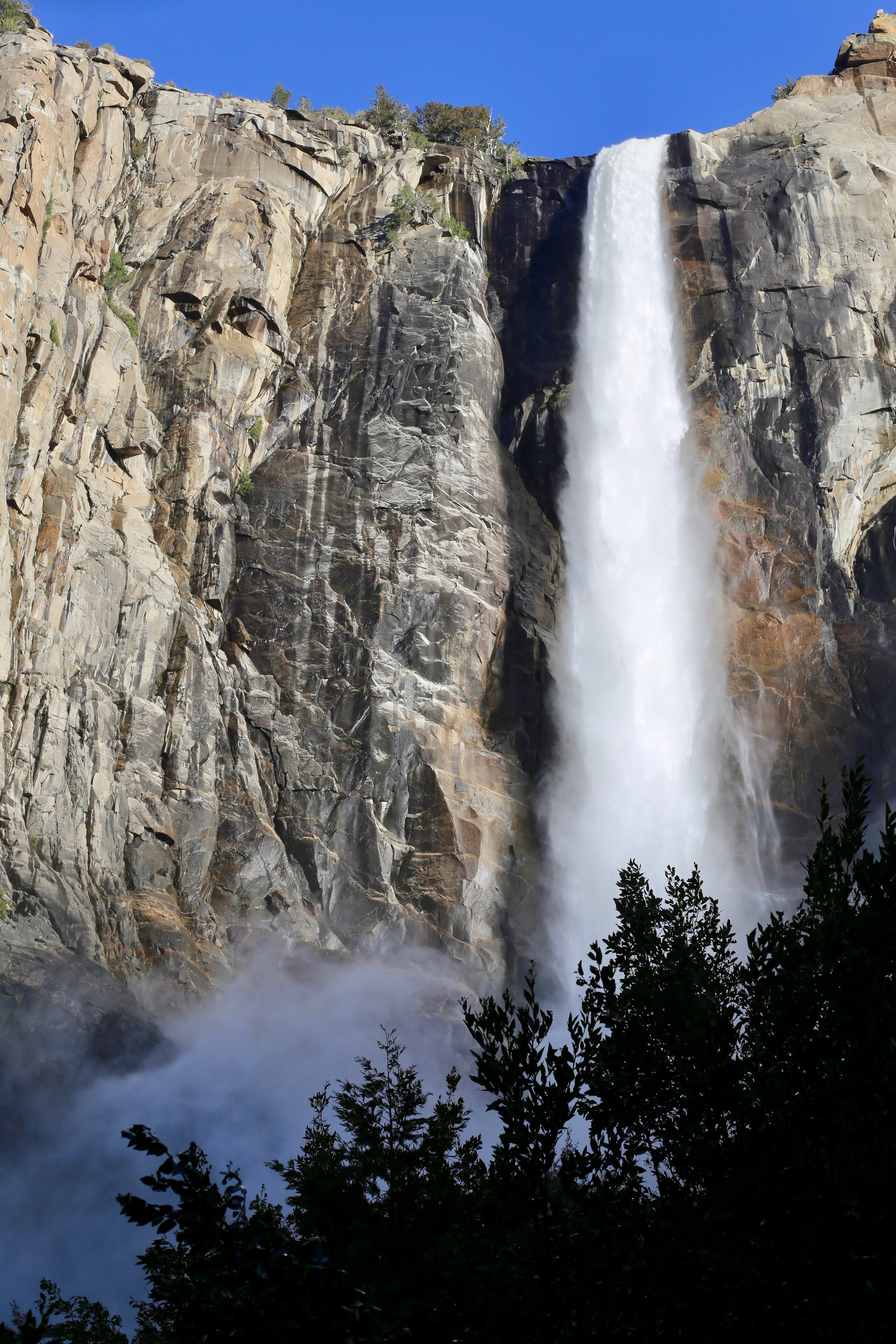 yosemite-travel-bridalveil-fall.jpg