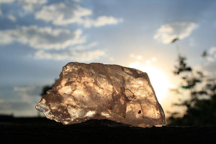 quartz-208476__480.jpg