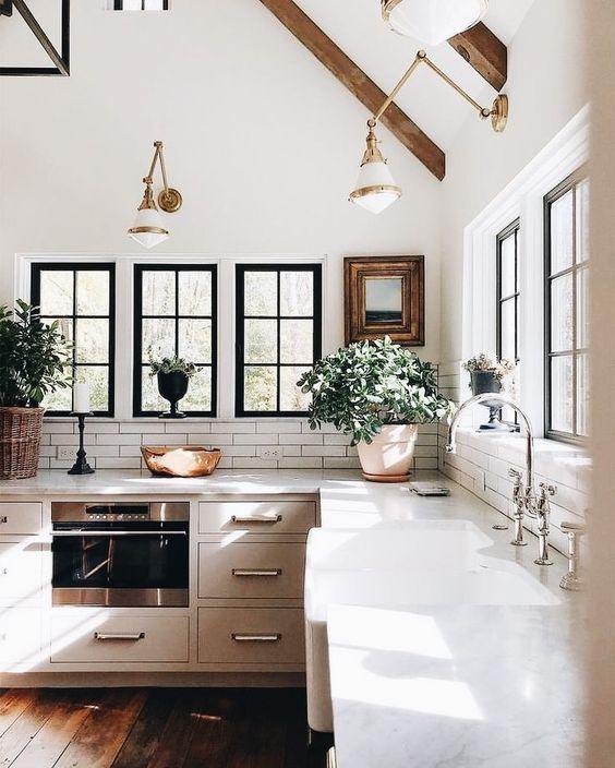 kitchen main photo 3.jpg