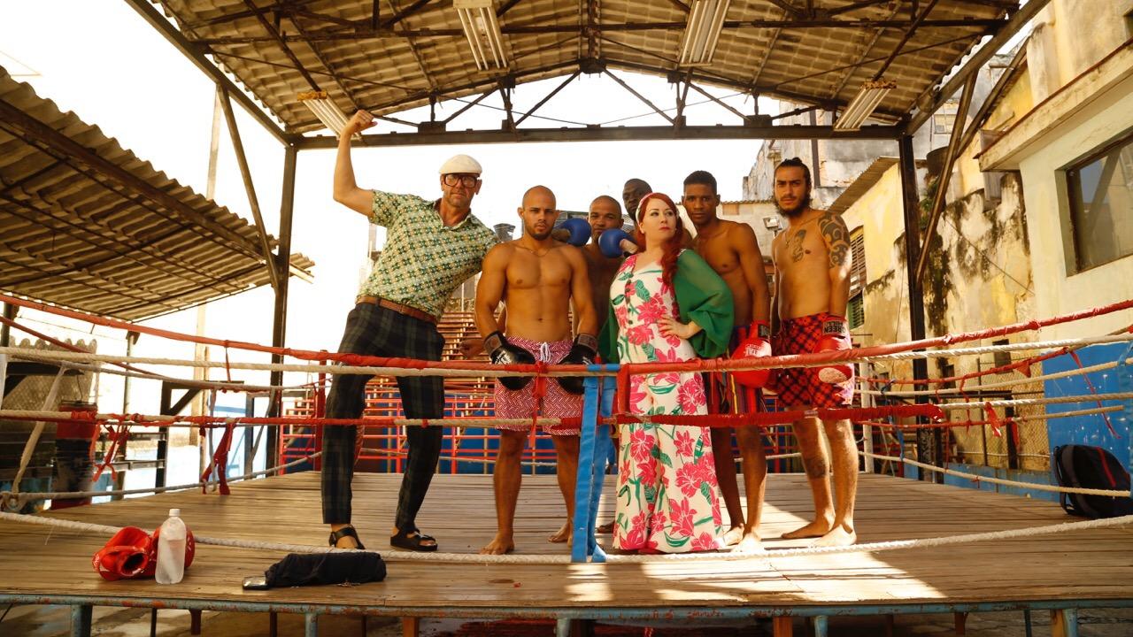 Jonathan and Nicole with the boxers of  Gimnasio de Boxeo Rafael Tejo .