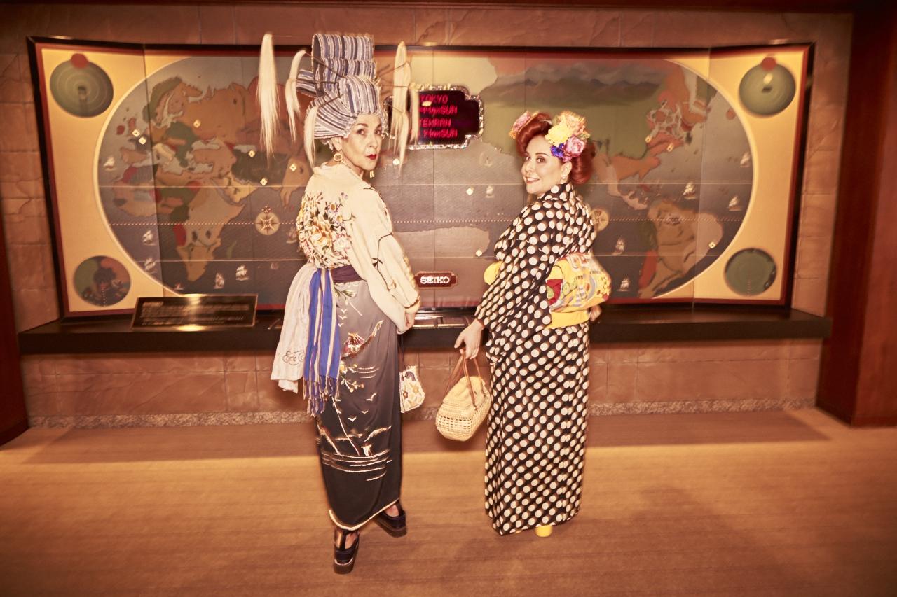 Tziporah and Nicole in their vintage kimonos.