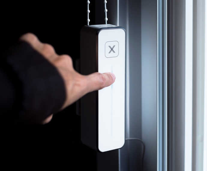 Touch & go - Already beside your window? Just tap the position you want your shades to move to and walk away. Perfect for your family and guests.True comfort is at your fingertips