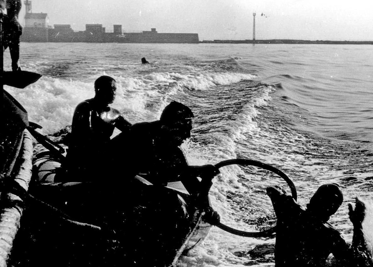 Combat divers .jpg