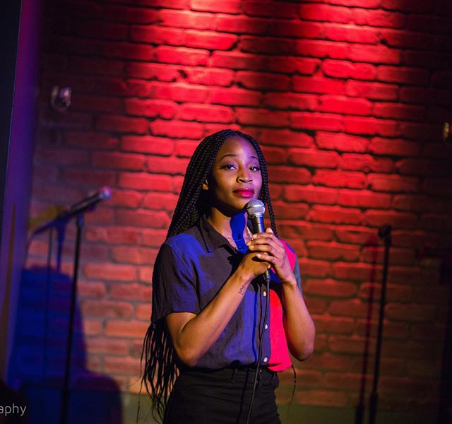 Waiting for the crowd to stop laughing so I can say something disrespectful about men (or Hwhite Hwomen named Kimberly) 📸: @iamjwphotography  #mean #comedy #preaching #men #boxbraids #blackgirls
