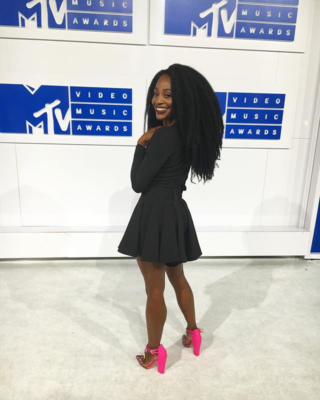 Remember when I snuck into the @vmas? Babyyy I got fired from my bartending job for this and look at me now...STILL unemployed. My how far we've come! 😹 Yo @mtv go ahead and add me to the guest list for this year's show. I'm bringing @justsydbw as my plus one. We available to host too. You're welcome. Whores.