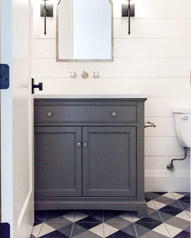 Throwing it back to the cutest powder bath there ever was 😍 . . 📷 | @kellikroneberger  design | @ktmarshalldesign  builder | @stonebrookhomes