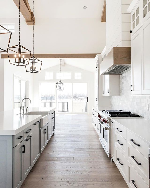 Friday ✨ it's been good so far and it's going to get even better. I love the weekend!!!! . . 📷 | @kellikroneberger  design | @ktmarshalldesign  builder | @stonebrookhomes