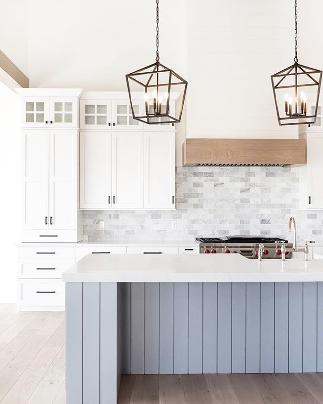 Monday morning inspiration for a busy week ahead. I'm over here making lists because I've discovered that crossing things OFF is the best way for me to stay focused and motivated! 📝 + ✅ = 🙌 . . 📷 | @kellikroneberger  design | @ktmarshalldesign  builder | @stonebrookhomes