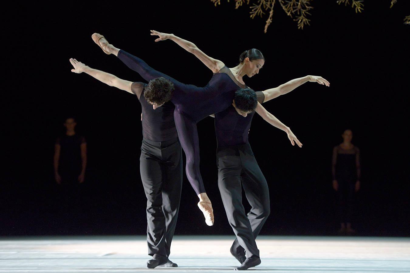 6.-Portugal-Han-Chen-Wings-of-Wax-by-Jiri-Kylian-Zurich-Ballet-WEB.jpg